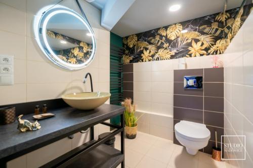 Apartament z wanną z hydromasażem, grotą solną oraz tężnią solankową